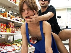 コンビニ店員が客に脅され店内でアナルファック!!